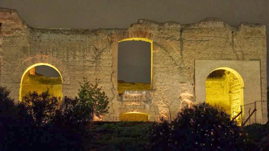 Termas de Caracalla iluminadas