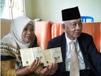 Pengantin Lansia Langsungkan Pernikahan di KUA Ratu Samban Kota Bengkulu