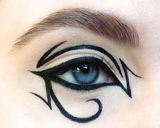 Kleopatra Tarzı  Göz Makyajı