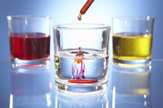 contoh reaksi kimia yang menghasilkan perubahan warna