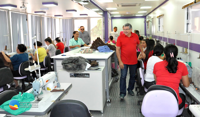 Prefeito Haroldo Ferreira visita Turma do curso de corte e costura em tecido plano