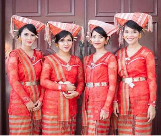 Seragam Pernikahan Batak Merah