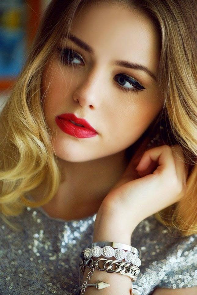 rouge à lèvres rouge vif