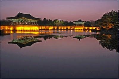 สระอานับจีเวลากลางคืน (Anapji Pond)