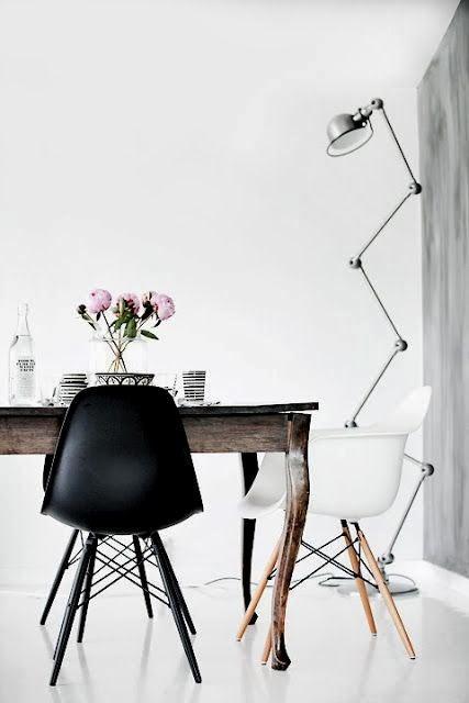 Sillas diferentes decorando un mismo espacio