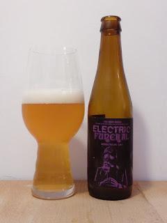Doom Series Electric Funeral Laugar NaparBCN Malte Rye IPA dorado y en botella