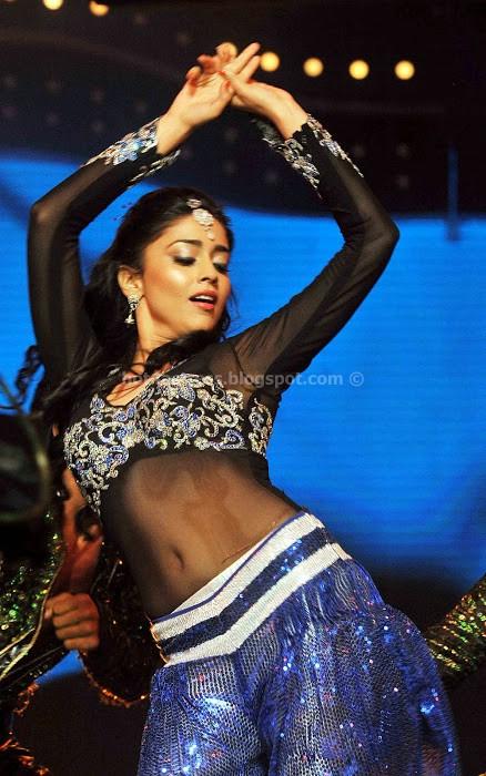 Shriya saran at cinemaa awards 2012 photos