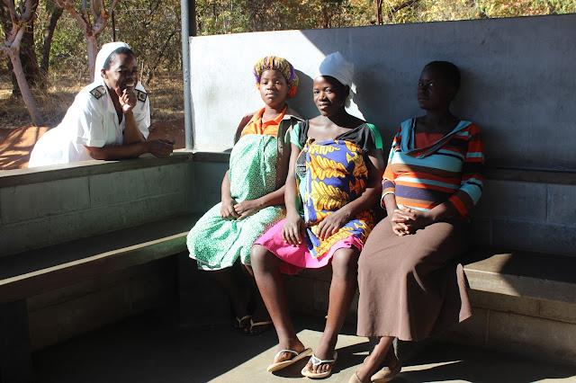 En el centro de maternidad de Kana. Zimbabue