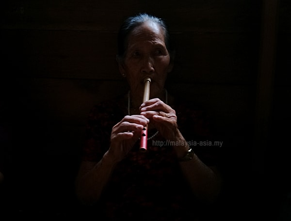 Lun Bawang Lady Playing Flute Photo