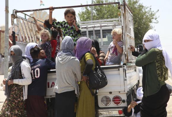 مخيم الخازر فى العراق تهاجمه الافاعى والعقارب