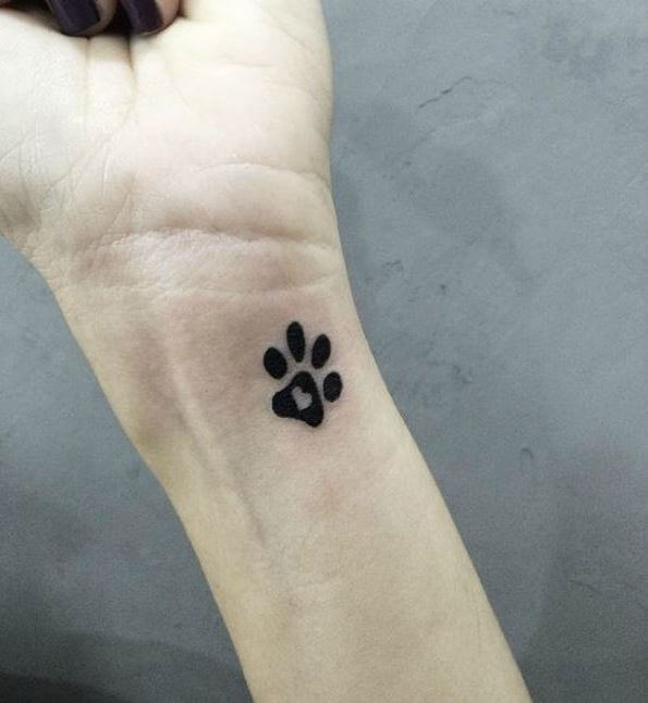 50 amazing paw print tattoo ideas for pet lovers 2018 tattoosboygirl rh tattoosboygirl com dog paw tattoo designs dog paw tattoo designs