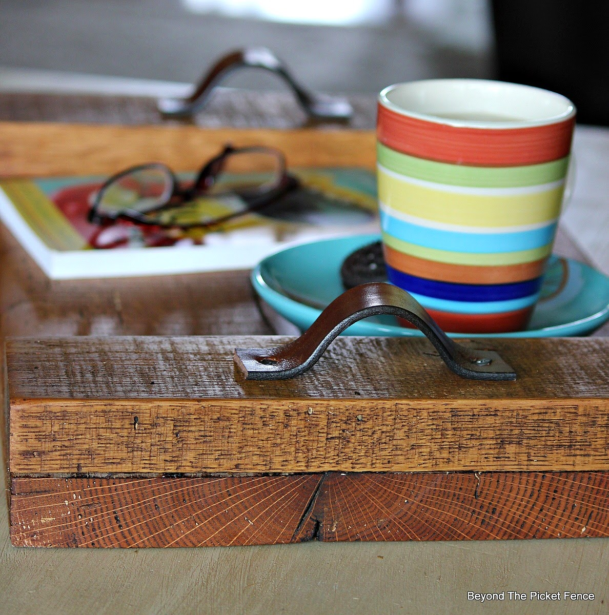 Reclaimed Wood Tray http://bec4-beyondthepicketfence.blogspot.com/2014/08/reclaimed-oak-cow-urine-serving-tray.html