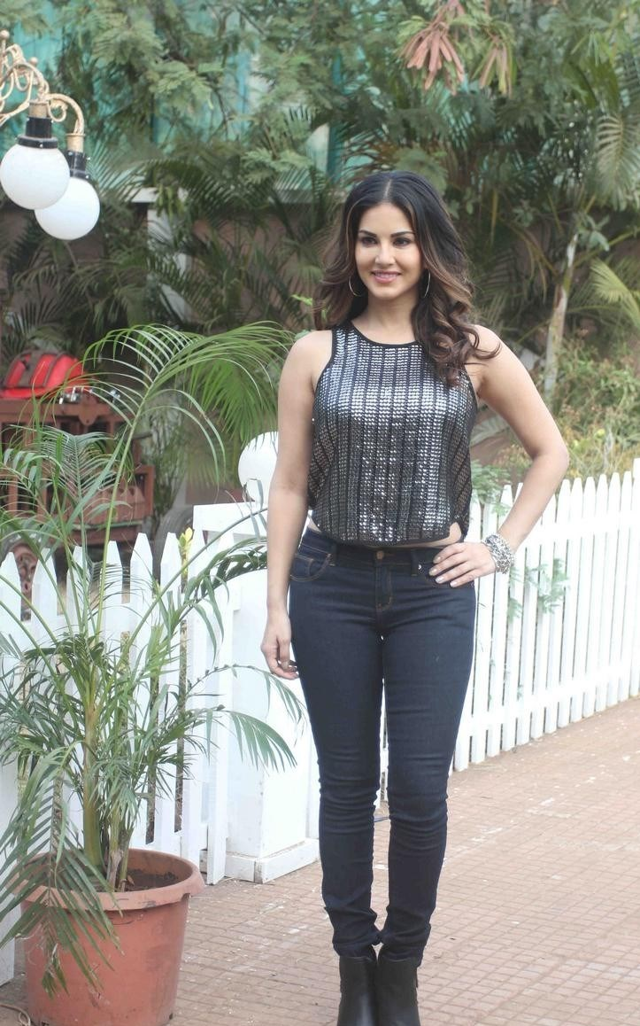 Bollywood Actress Spicy In Black Top Jeans Sunny Leone