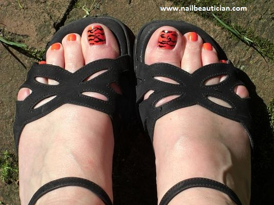 black stripper toe nail design