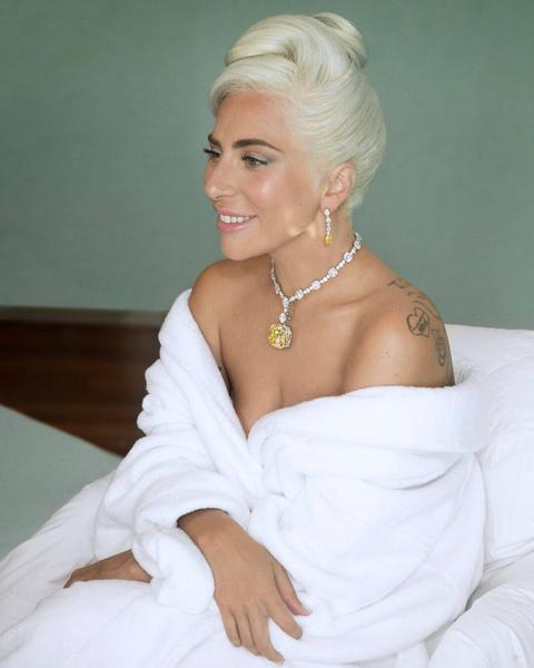 4bcf74f12 Liberadas novas fotos de Lady Gaga no Oscar