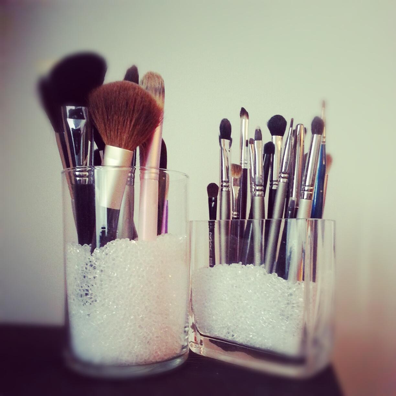Makeup Brush Holder {Beauty 101} | Beauty Parler