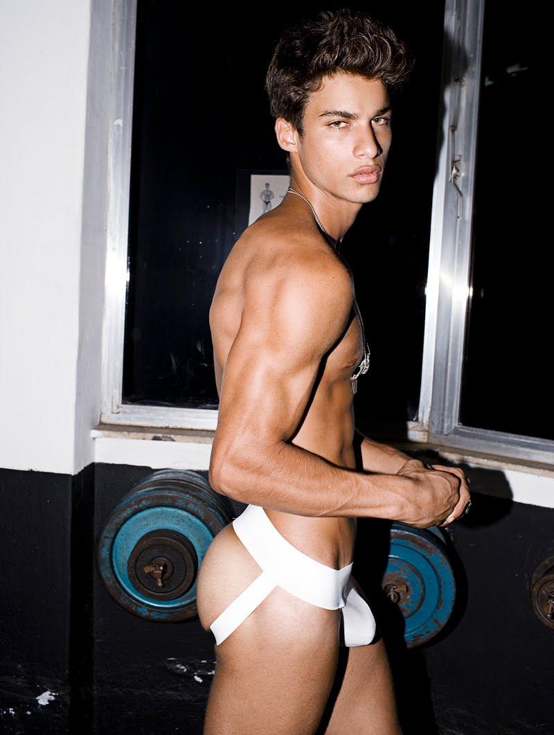 Pablo-Morais-pelado-bunda-de-fora-pentelhos-nu-ator-modelo-internacional-5