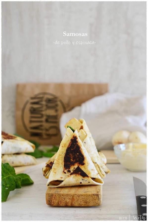 Samosa: empanadilla hindú de espinacas y pollo en... ¡10 minutos!