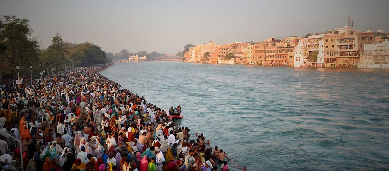 2010 Haridwar Kumbha Mela, photo by Edson Walker, Wikimedia Commons.