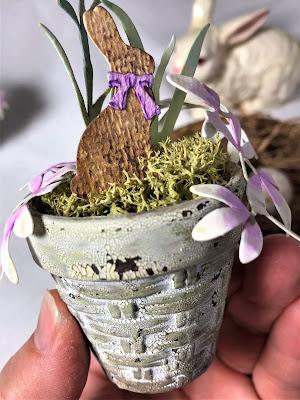 Sara Emily Barker https://sarascloset1.blogspot.com/2019/03/tiny-easter-table-decor.html Easter Table Decor Tim Holtz Sizzix Wildflower Stems Springtime Side-Order 7