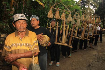 Angklung Gubrag, Alat Musik Tradisional Dari Jawa Barat