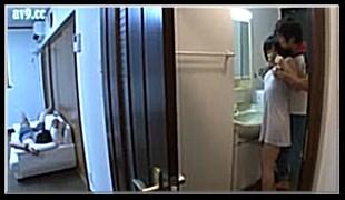 설정물 야동-선배가 술취해 잠든 틈에 선배 아내를 욕실에서