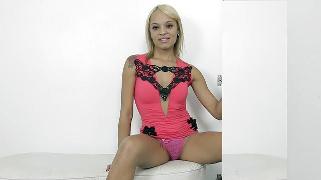 Aninha is a horny newcomer - Gloryhole Brazil