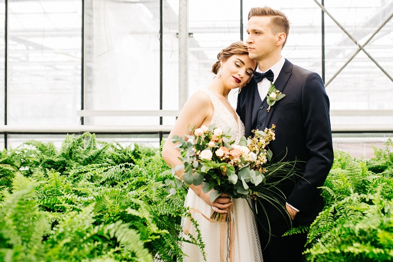 Sesja ślubna wśród paproci