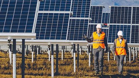 Május végén jelennek meg a kkv-k számára elérhető napelemes pályázatok