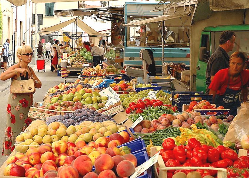 market days in tuscany