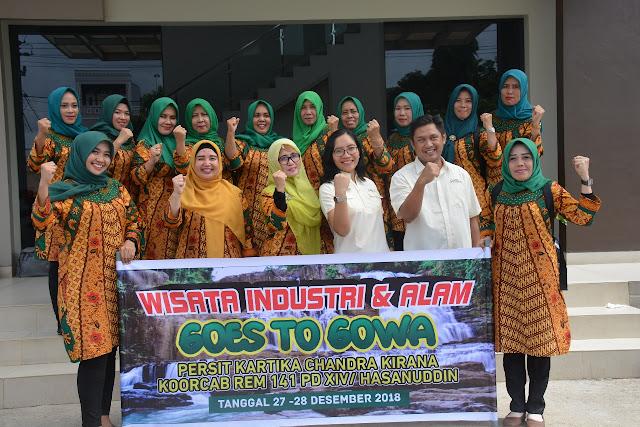 Isteri TNI AD Korem 141/Tp Laksanakan Wisata Industri dan Alam Goes to Gowa