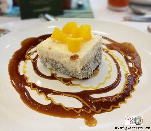 Summan Panna Cotta Rice Cak with Latik & fresh mangoes