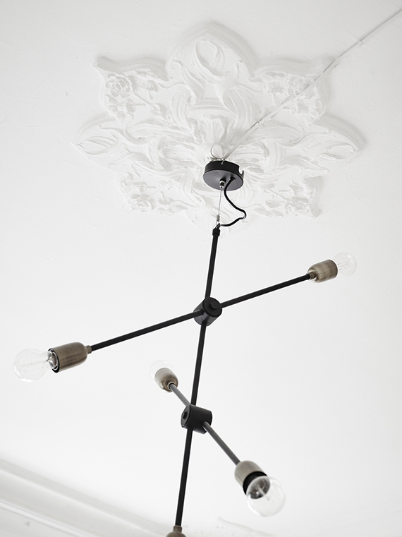 Modern branch chandelier and ceiling medallion via Stadshem