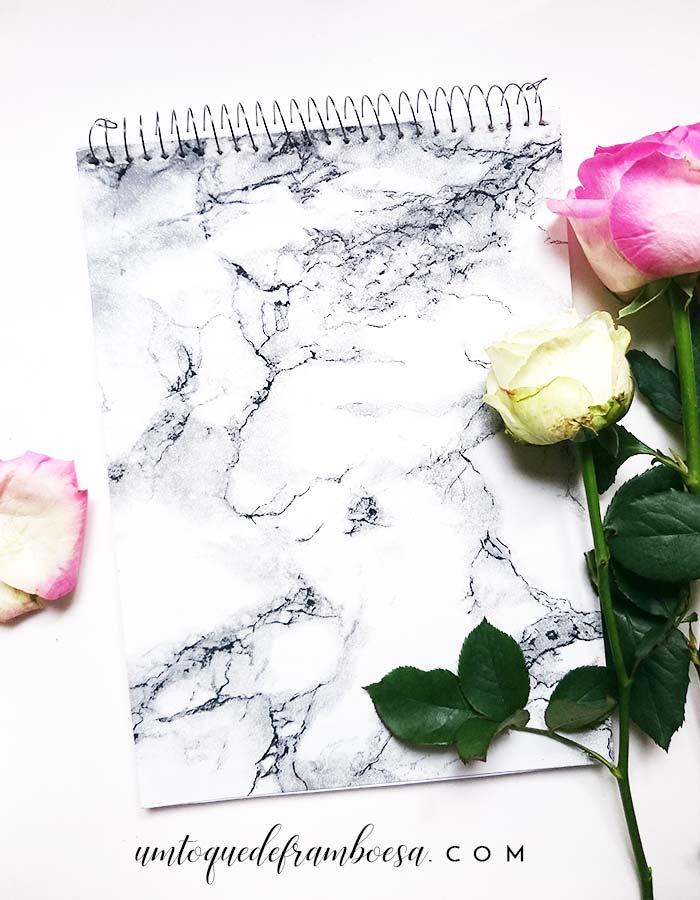 DIY e inspiração: caderno marmorizado