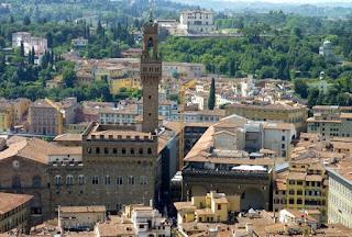Torre de la Vacca y Palazzo Vecchio desde la cúpula del Duomo de Florencia.