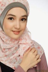 Model Wanita Cantik Berhijab