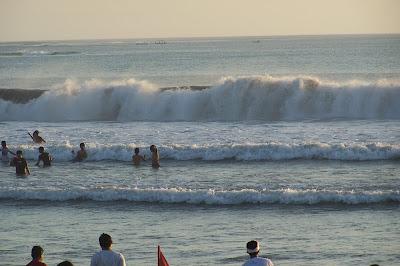 5 tempat wisata Menarik di bali selatan-Pantai Kuta