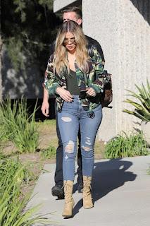 Khloe Kardashian Street Style 2017 Look