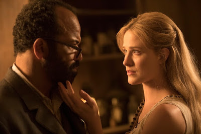 Evan Rachel Wood (interpreta Dolores Abernathy) e Jeffrey Wright (interpreta Bernard Lowe).Crédito John P. Johnson