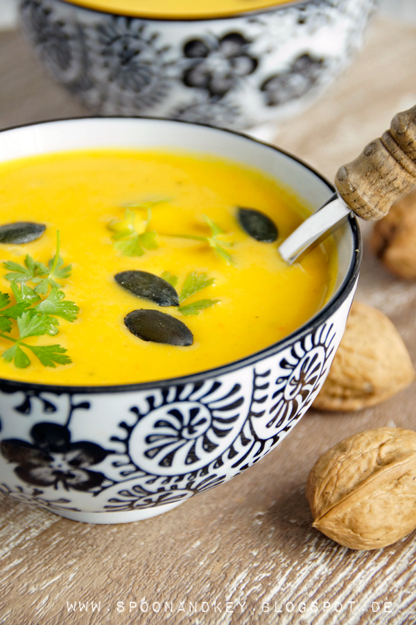 Kürbis Suppe Vegan Rezept mit Kokosmilch und Ingwer Spoon and Key Blog