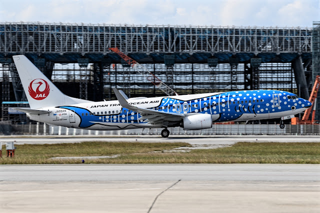 Japan Transocean Air Boeing 737-800 Rotating Takeoff