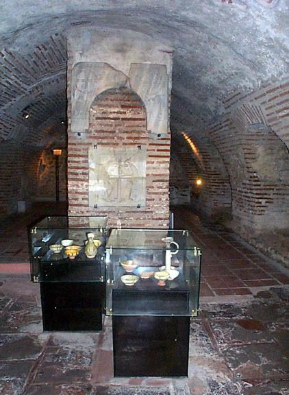 The remains of the original ciborium Photo vlass2000