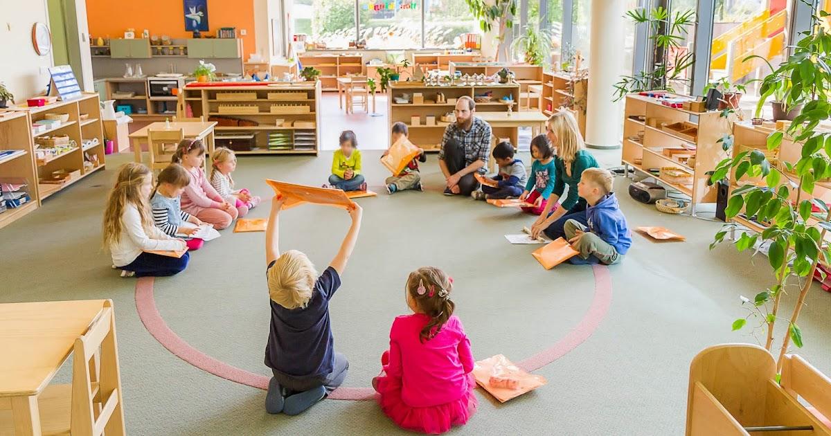 NestLingue+indoors Primary+I.+classroom+and+children - Kindergarden Or Kindergarten