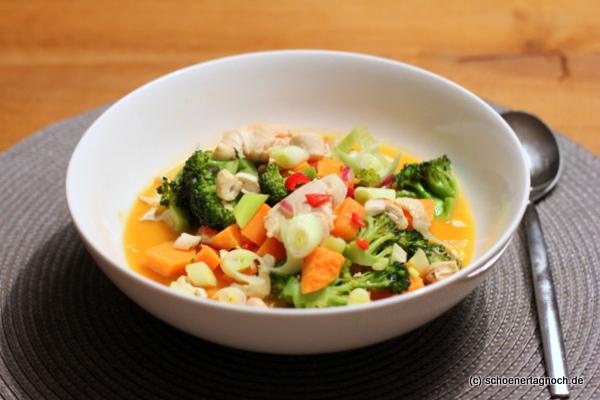 Süßkartoffel-Kokos-Hähnchen-Topf mit Brokkoli