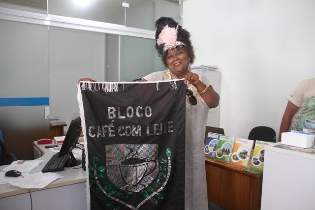 Café com leite, tradicional bloco carnavalesco da ilha, completa dez anos com muita paixão e mensagens de solidariedade na avenida