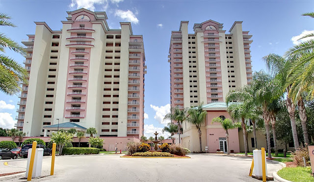 A lakefront property, the Blue Heron Beach Resort Orlando offers one- and two- bedroom condominium-style suites designed for families visiting Orlando.