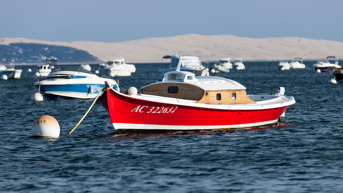 Wallpaper: Boats in Arcachon Bay