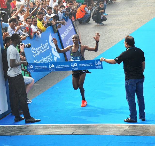Simbu & Kitur take the honours at the Standard Chartered Mumbai Marathon 2017