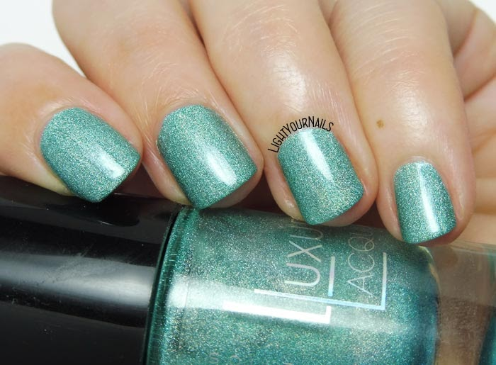 Smalto olografico verde acqua Catrice Luxury Lacquers Holo in One holo aqua green nail polish #nails #catrice #lightyournails