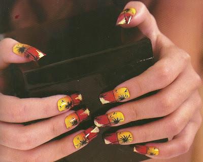 Uñas decoradas con diseños de palmeras
